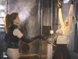 Bradavky kozaté bloncky dostanou zabrat v BDSM studiu - freevideo