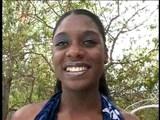 Černá slečna s malejma kozičkama - freevideo