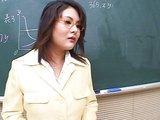 Mlad� japonci o�ukaj svoj� t��dn� u�itelku - freevideo