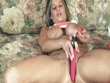 Osam�l� �ty�ic�tka masturbuje na gau�i - freevideo