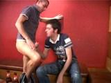 Sex dvou kluků v gay klubu - freevideo