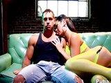 Prsatá coura se povozí na chlapovi - freevideo