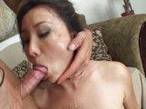 Pohledná samička dostane dávku spermatu do obličeje - freevideo