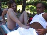 Prdelatá čubka Kayla Marie mu to udělá nohama - freevideo