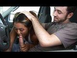 Prodejná asijská šlapka ukojí klienta v autě - freevideo
