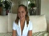 Devatenáctka má péro až na mandlích - freevideo
