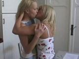 Nevinné hrátky mladých lesbiček - freevideo