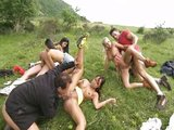 Zb�sil� letn� orgie na zelen� louce - freevideo