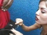 Pohledná latino dívenka neodolá nabídce černého pyje - freevideo