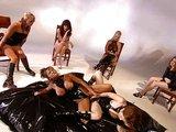 Latexov� lesbick� orgie znud�n�ch pani�ek - freevideo