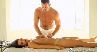 Smyslná masáž plná sexu - freevideo