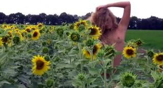 Neodolatelná Alena v slunečnicovém ráji - freevideo