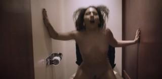 Šukačka na záchodě se záhadným cizincem - freevideo