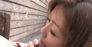 Asiatka se udělá a u toho saje zarostlého čůráka - freevideo