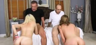 Dva nadržené páry šoustaj na jedné posteli - freevideo