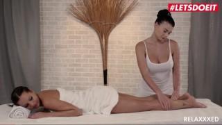 Dvě překrásný lesbičky si prstí své mušličky až do sladkého orgasmu - freevideo