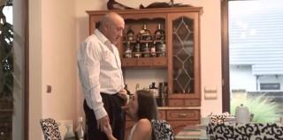 Podnikatel využije ambiciozní sekretářku - freevideo