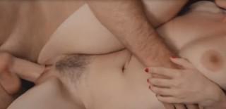Plíživá potvůrka ví jak se dostat někomu do kalhot - freevideo