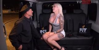 Šukačka ve třech ve VIP taxíku - freevideo