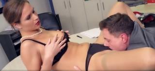 Děvka z kanclu roztáhne šéfovi - freevideo