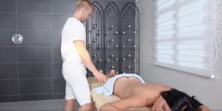 Smyslná masáž i se zásunem - freevideo