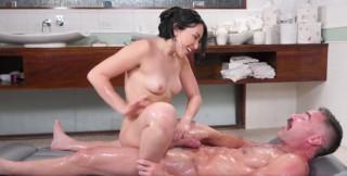 Tantra masáž zakončená mrdem - freevideo