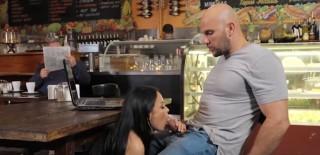 Tajná kuřbička v kavárně - freevideo