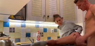 Pořádné creampie v kuchyni - freevideo