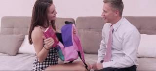 Pilná studentka navštíví ředitele doma - freevideo