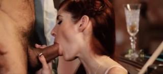 Roztáhne svou roztouženou kundičku nadrženému manželovi - freevideo