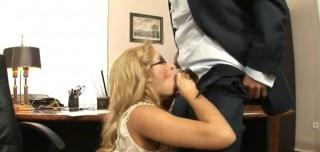 Hloubkově vymrdaná sekretářka - freevideo