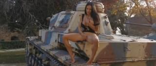 Masturbací na tanku až k orgasmu - freevideo