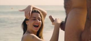 Úchvatná Ruska se poddá vášnivé mrdačce na pláži - freevideo
