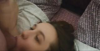 Pocumlala mu koule a za odměnu se jí vystříkal na obličej - freevideo