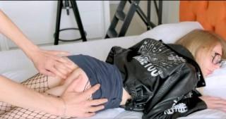 Probudí ségru vopícháním do zadku - freevideo