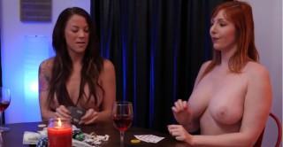 Skupina nevymrdaných mamin si zahraje svlékací poker - freevideo