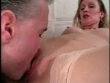 Vilná mamina nemá nejmenší potíže s dlaní v kundičce - freevideo