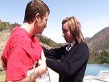 Nažhavená školačka se svalovcem - freevideo