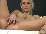 Velkej okurek v pičce nadržené blondýnky - freevideo
