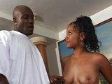 Černá modelka si užije obří penis - freevideo