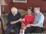 Chlap sleduje šukání své manželky - freevideo
