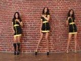 Tři smyslné samičky v ostré lesbické podívané - freevideo