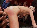 Blond samička vymrdána před početním publikem - freevideo
