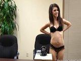 Tmavovláska skončí s kundičkou plnou spermatu - freevideo