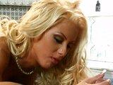 Blond čubička naražená po orálním mazlení - freevideo