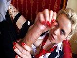 Nezbedná studentka se popere s obřím šulinem v puse - freevideo