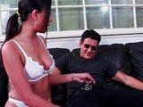 Nadržená coura pečuje o pevný čurák - freevideo