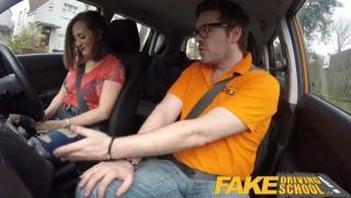 Šukací autoškola s nadrženou lektorkou ze Španělska - freevideo